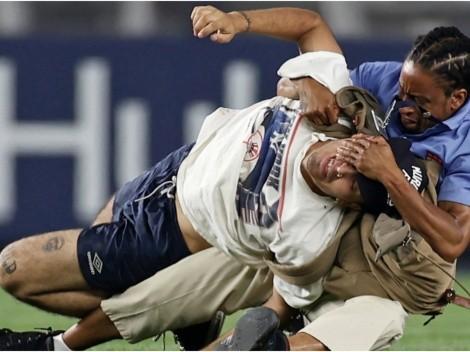 Fan de los Yankees recibió salvaje tackleada de NFL tras invadir el campo