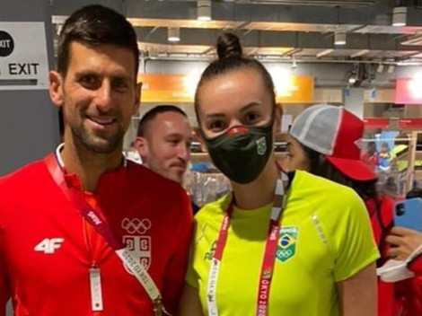 """Jogadora de vôlei Gabi tieta e posta foto com o tenista Novak Djokovic: """"Zerei a vida! Sou muito fã"""""""