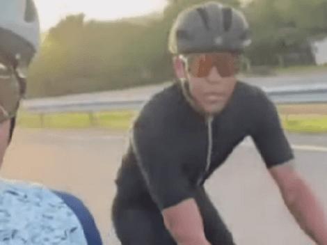 Muriel en modo Rigo: deja el fútbol y sale como todo un 'escarabajo' en bicicleta
