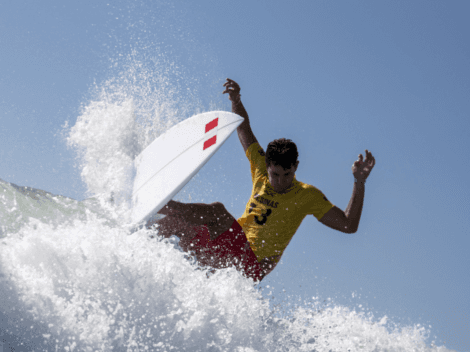 Surfista peruano Lucca Mesinas clasificó a cuartos de final en 'Tokio 2020'