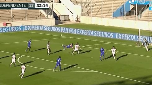 El infernal golazo de chilena de Magnín para poner el 1-0 de Tigre a Independiente