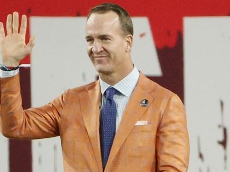VIDEO: Así recibió Peyton Manning la chaqueta dorada del Salón de la Fama
