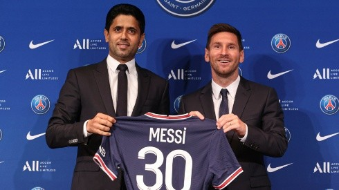 Lionel Messi (right) alongside PSG President Nasser Al Khelaifi in his first press conference after signing for Paris Saint-Germain. (Getty)