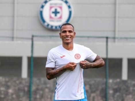 ¿Cuándo debuta Rómulo Otero con Cruz Azul?