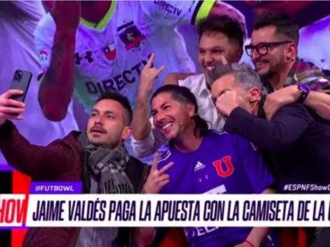 Llueven las selfies: Jaime Valdés pierde apuesta con Olarra y se pone la camiseta de la Universidad de Chile