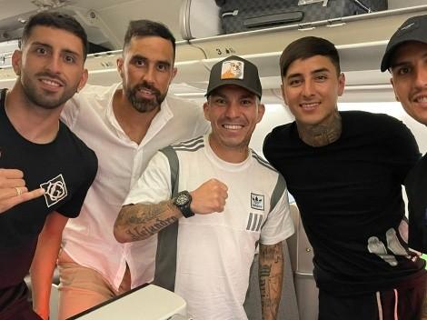 Medel comparte foto de viaje con otros cuatro seleccionados en su camino a Chile