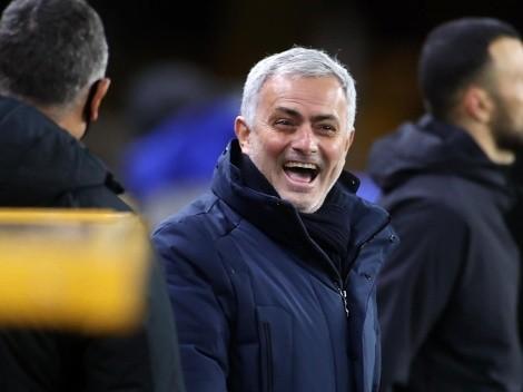 José Mourinho mostró cómo festejó la goleada de Roma en el tren de regreso