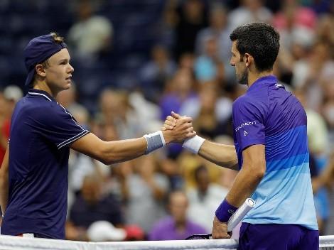 Djokovic estreia com vitória no US Open contra o jovem Holger Rune, de apenas 18 anos