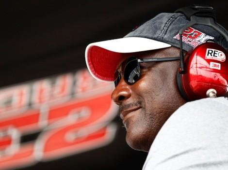 Locura total: youtuber se encontró a Michael Jordan en lujoso Ferrari