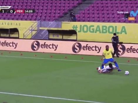 Otra vez tú: Anderson Santamaría comete un 'Blooper' gigante en el primer gol de Brasil