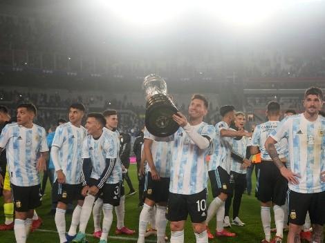 """Após fazer três gols, Messi é ovacionado na Argentina com taça da Copa América e chora em entrevista: """"Esperei e lutei muito por isso"""""""