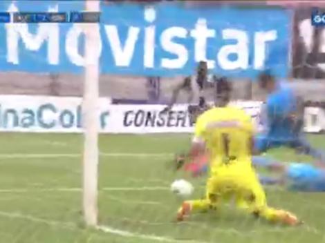 Llegó el descuento: Oslimg Mora anotó el 2-1 para Alianza Lima con complicidad de Raúl Fernández