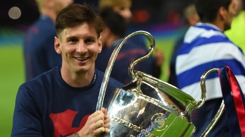 Lionel Messi holding the Champions League trophy in 2015. (Getty)