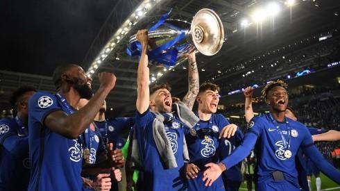 Christian Pulisic of Chelsea celebrates with the Champions League Trophy alongside teammates Antonio Ruediger, Kai Havertz and Tammy Abraham (Getty)