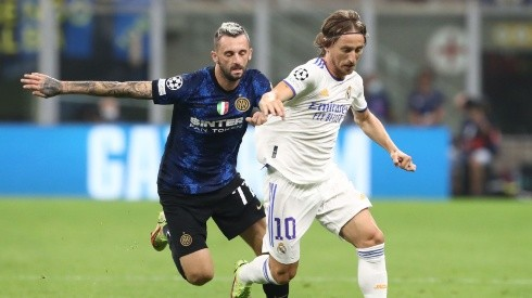 Marcelo Brozovic of Inter Milan against Luka Modric of Real Madrid. (Getty)