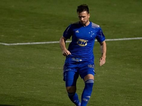 Brock se rende a Luxemburgo e 'dedura' bastidor no Cruzeiro