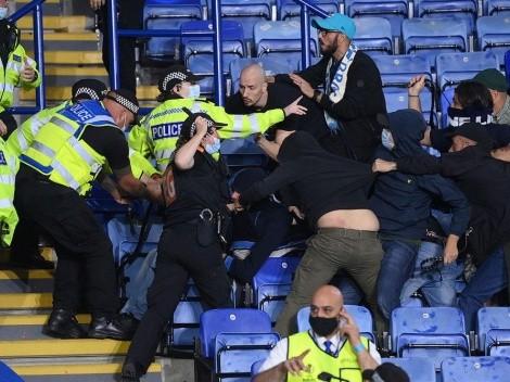 Hinchas de Napoli protagonizaron una pelea con policías en el estadio de Leicester