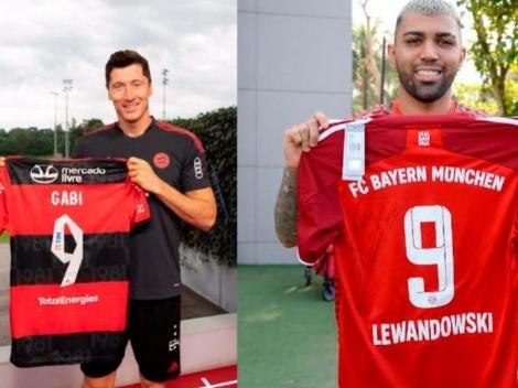 Gabigol e Lewandowski trocam camisetas autografadas