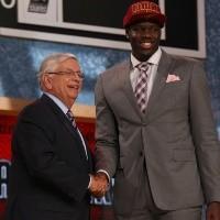 ¿Lo recuerdan? El peor número 1 en la historia del Draft de NBA vuelve a jugar