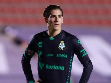 El mexicano Santiago Muñoz ya está en Inglaterra para reportar con el Newcastle