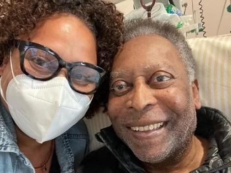 Filha de Pelé compartilha vídeo do craque no hospital