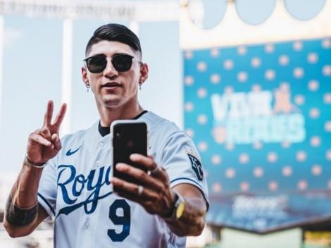 Alan Pulido visita a los Royals de Kansas City de la MLB y les arruina la fiesta