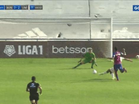 Tremendo 'champazo': Alex Valera anota el 2-0 tras un error en defensa de Alianza Universidad