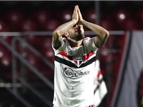 Dani Alves sorprende con decisión de su futuro