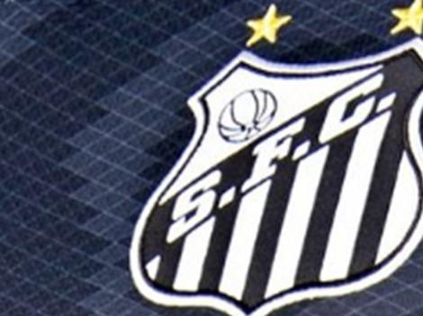 Santos revela detalhes da nova camisa, mas torcedores ironizam: 'Vazou o manto que vamos enfrentar o Cruzeiro?'