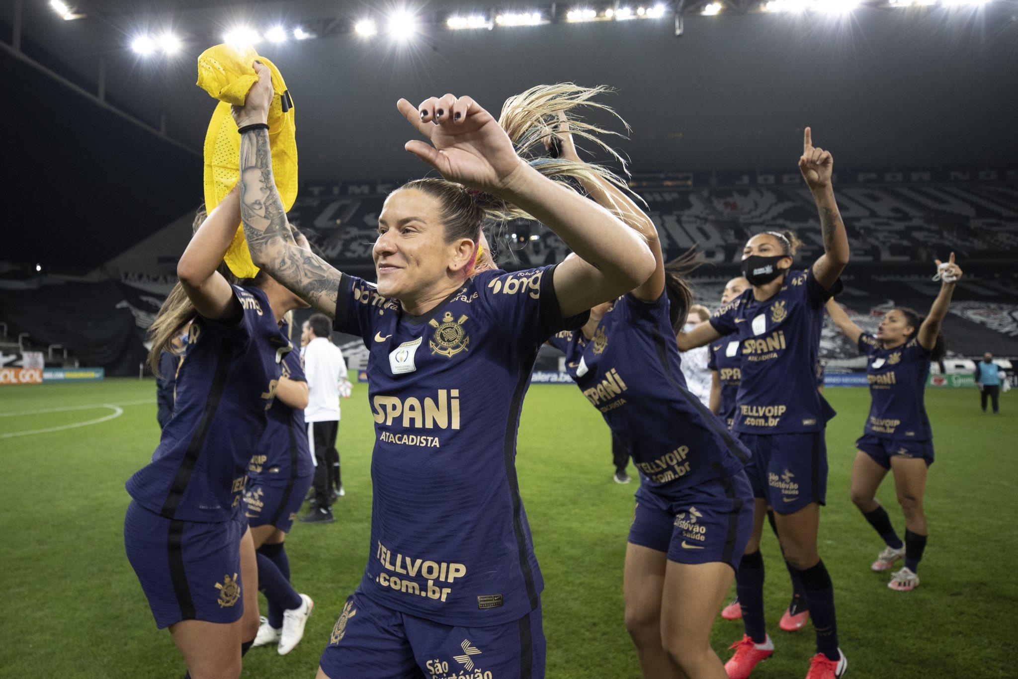 Premiação do Corinthians no Brasileirão Feminino é 113 vezes menor que a da Série A masculina