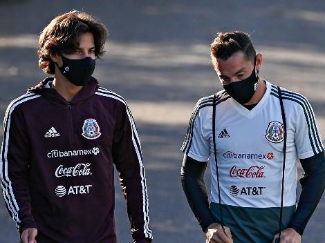 Diego Lainez agarra a pastelazos a Andrés Guardado
