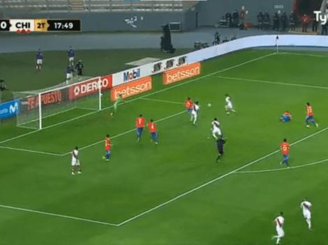 Esta vez no perdonó: Sergio Peña peleó el balón dentro del área y pone el 2-0 ante Chile