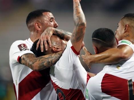 Con tantos de Cueva y Peña, Perú derrotó 2-0 a Chile y sigue respirando en las Eliminatorias