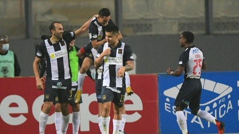 Alianza Lima le ganó a Universitario en el último clásico en el Nacional de Lima.