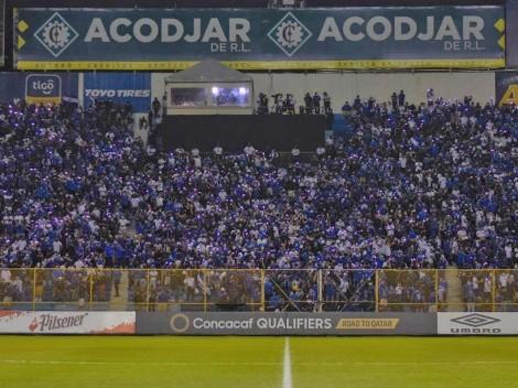 Policía incauta cerveza dentro del estadio previo a El Salvador vs México