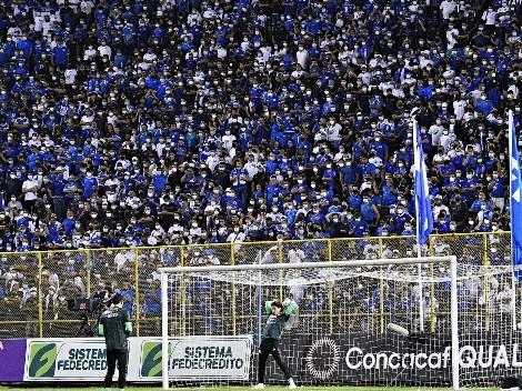 El Salvador abucheó el himno de México en el Estadio Cuscatlán