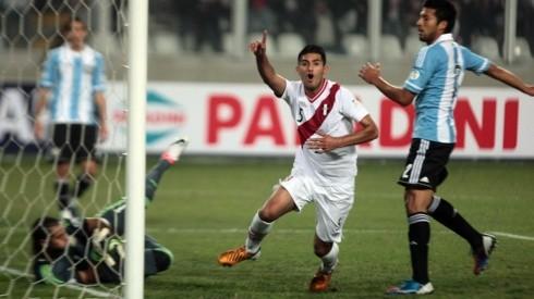 Carlos Zambrano le anotó a Argentina en las eliminatorias rumbo a Brasil 2014.