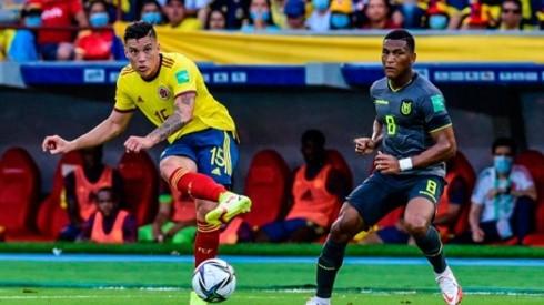 Acción de juego entre Colombia y Ecuador.