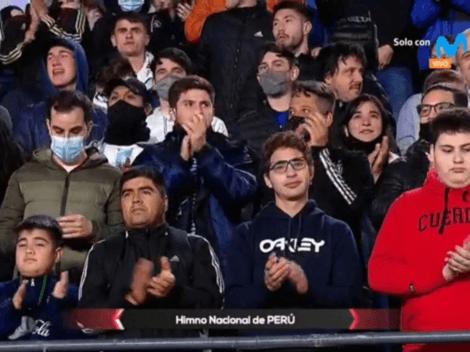 Hinchas argentinos respetan el himno nacional peruano con emotivo baño de aplausos