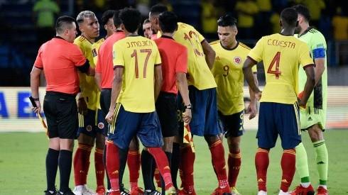 Jugadores de Colombia en protesta con Haro.