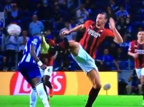 Patada calcada a la de Griezmann: Ibrahimovic pateó la cabeza de un rival y solo vio amarilla