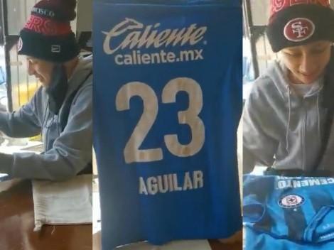El emotivo gesto de Aguilar con fan de Cruz Azul que tiene cáncer