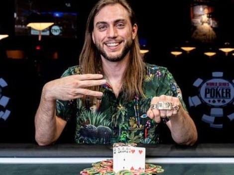 Americano ganha o terceiro bracelete no mundial de poker após nove anos da primeira conquista