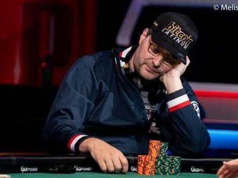 Phil Hellmuth chega perto de mais um bracelete na copa do mundo de poker, mas quem faz história é Adam Friedman ao vencer o mesmo torneio em três anos seguidos