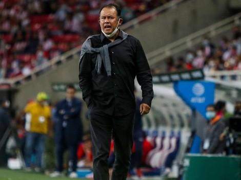 Juan Reynoso sufre por las ausencias de selección