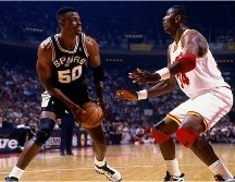 Hakeem Olajuwon defending David Robinson in the paint. (Getty)