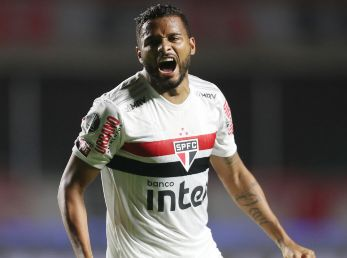 Reinaldo of Sao Paulo celebrates after scoring in a  Copa Libertadores match. (Getty)