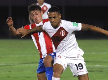 Andrés Cubas of Paraguay (left) fights for the ball with Yoshimar Yotún of Peru (Getty).