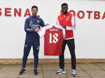 Arsenal manager Mikel Arteta with Signing Thomas Partey at London Colney. (Getty)