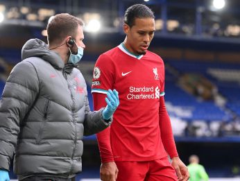 Liverpool's Virgil van Dijk leaves the game with an injury after a challenge by Everton goalkeeper Jordan Pickford. (Getty)